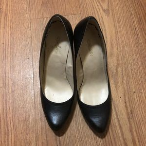 Max Studio Mecca blk leather wedge pumps size 9
